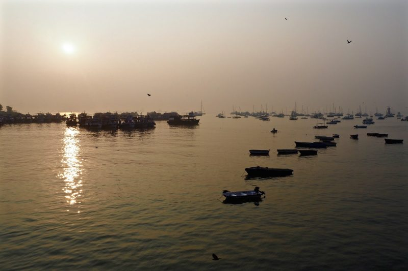 Sunrise over the Mumbai sea next to the gateway of india